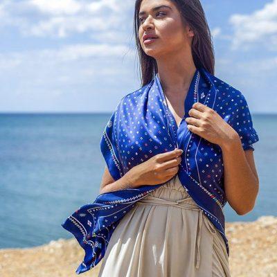 Blauwe handgeschilderde Spartacus zijden sjaal